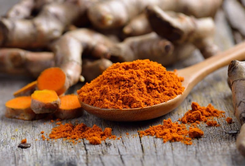 Turmeric benefits weight loss, but it also has other health benefits including improving brain functions, relieving arthritis symptoms, and containing anti-aging properties.