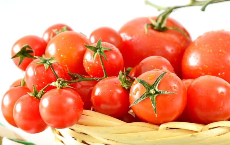 Tomatoes contain vitamin B3