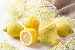 drink with elderflower